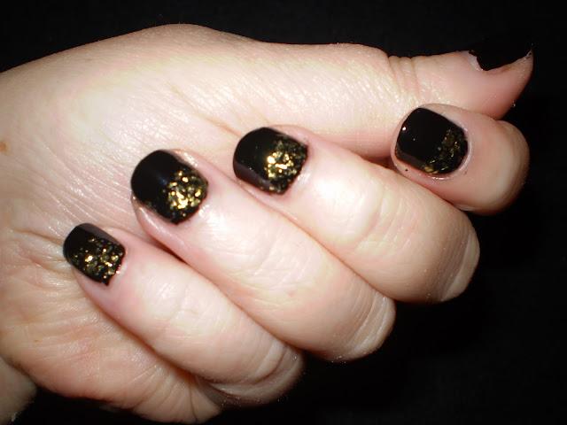 """""""Gold Flakes"""" Nail art"""