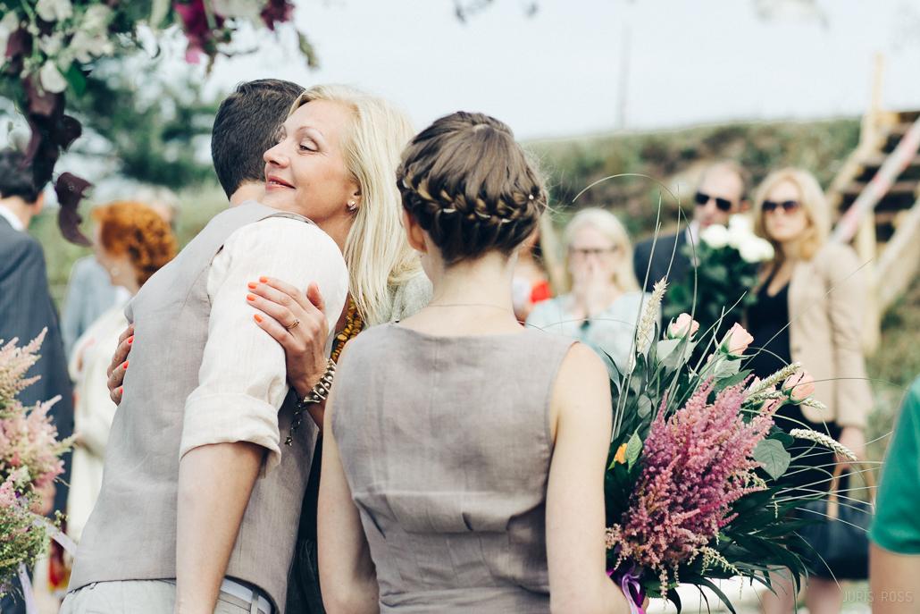 kāzu tērpi viesu izklaidēšana