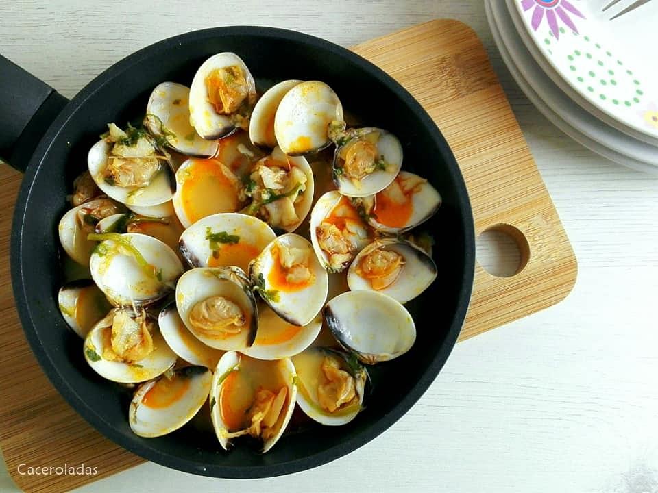 almejas en salsa al pimentón