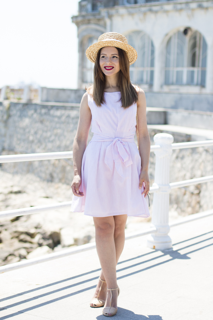 rochie alba cu dungi rosii