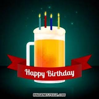 Imágenes de feliz cumpleaños para hombres con cerveza. Tarjetas con vaso de cerveza con velas chistoso. Happy Birthday