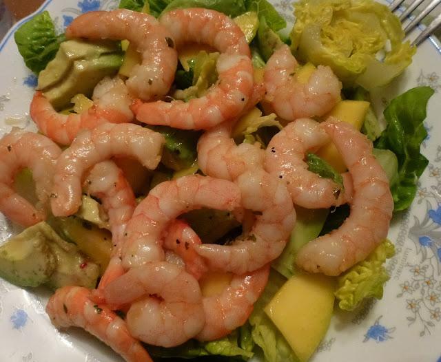Carb-free prawn, mango and avocado salad