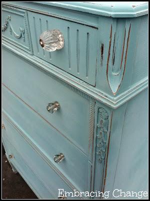 Almac n de inspiraciones c moda con pintura de tiza azul for Pintura para muebles efecto tiza