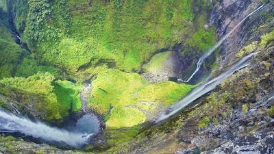 Vue aérienne du Trou de fer avec ses cascades à la Réunion.