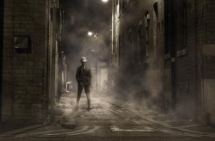 El narrador omnisciente que quiere participar de la historia