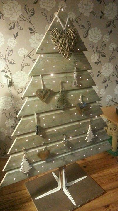 Bonito Árbol de Navidad de madera con luces estilo romántico