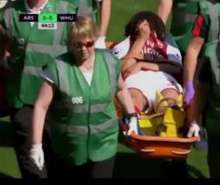 إصابة قوية لمحمد النني أمام وست هام شاهد بكاء الننى اثناء الخروج من الملعب مع تصفيق حار
