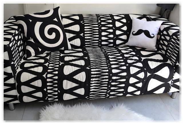 canapé klippan housse noire et blanche