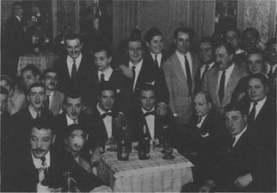 Angel Vargas en 1947, ya desvinculado de D'Agostino debutó Vargas con acompañamiento orquestal dirigido y arreglado por E. del Piano, Rodean a ambos, Al. Campoamor, R. Rufino, R. Berón, H. Insúa, A. Piazzolla