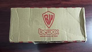 Sepatu yang asli BNIB (Brand New In Box), sedangkan yang palsu tidak.