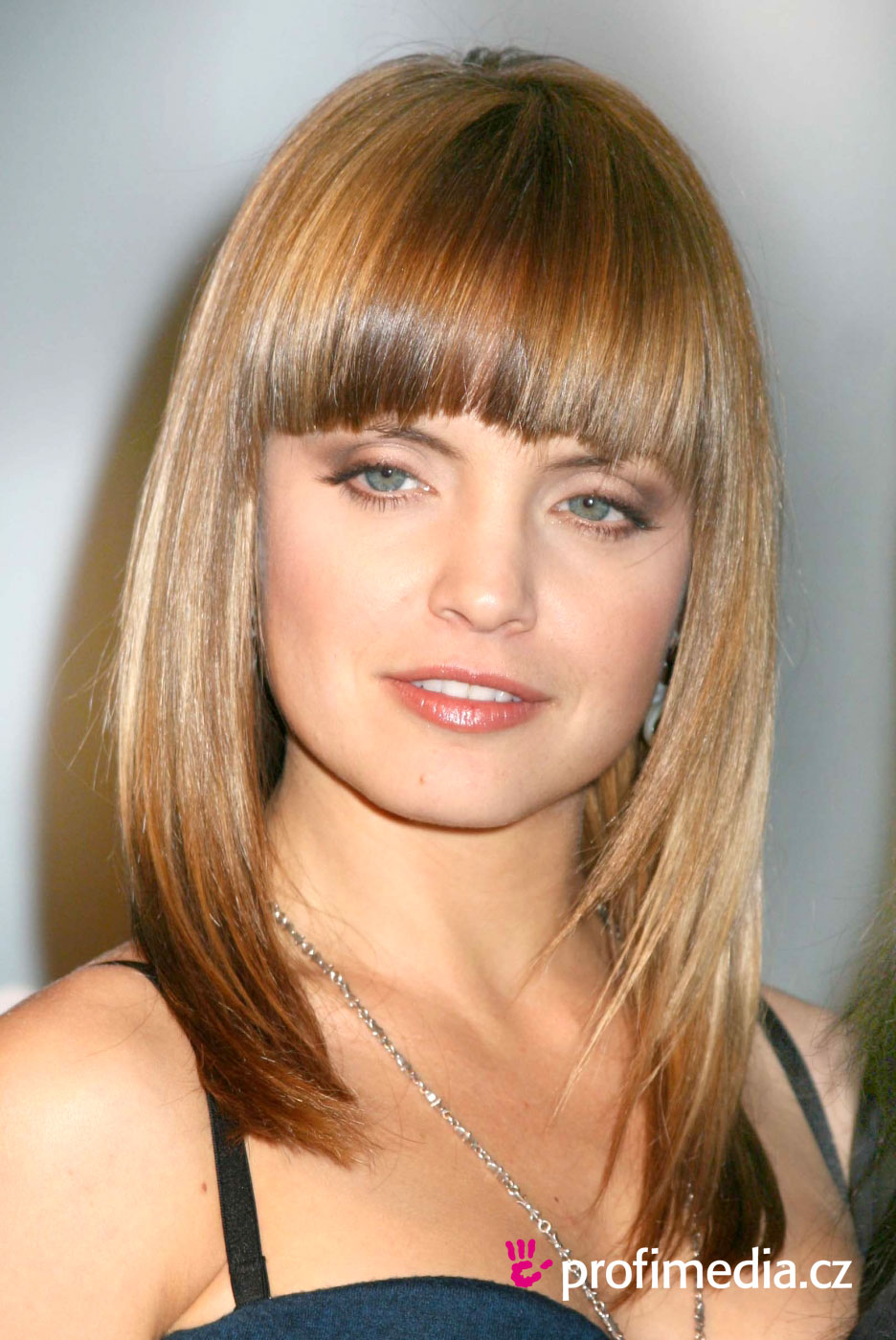 Kingdom Of Hair Mena Suvari Hairstyles With Sweeping Fringes