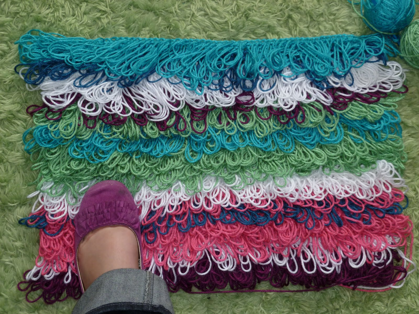 Teens With Yarn Deck Out Your Dorm Room Part 1 Loopy Rug Crochet