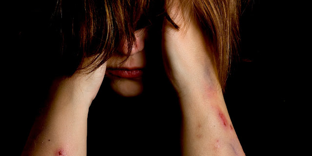 Homem invade casa com facão e tenta estuprar proprietária em Rolim de Moura