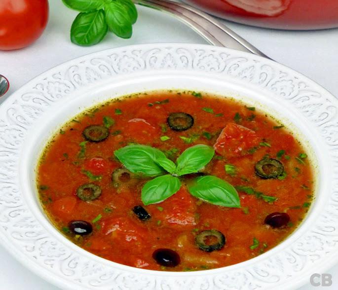 Recept Italiaanse tomatenbouillon met oventomaatjes, olijven en basilicum