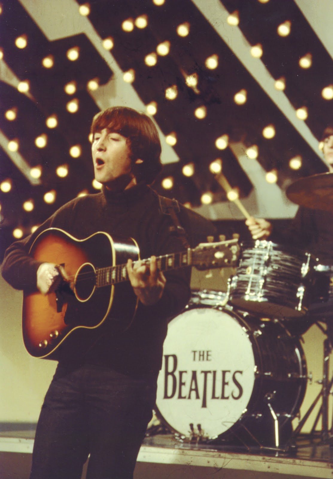 the beatles through the years the guitars. Black Bedroom Furniture Sets. Home Design Ideas
