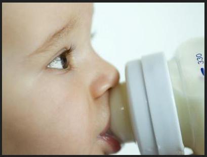 Rischio salmonella latte in polvere per bebè della francese Lactalis | Ritiro Alimenti Salute News