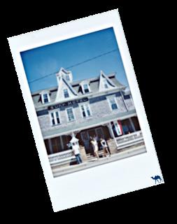 Le Chameau Bleu - Blog Voyage Block Island - Polaroid du centre ville de Block Island