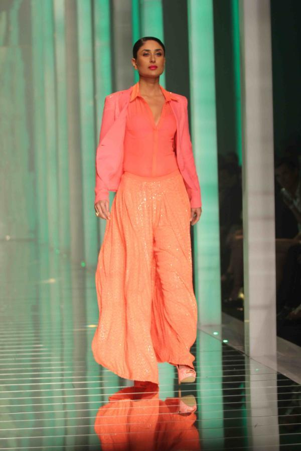 Kareena At Lakme Fashion Week Summer Resort Grand Finale Photos