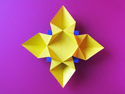 Simple rigami, Fiore o Stella © by Francesco Guarnieri, visto dall'alto