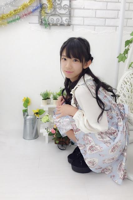 Nagasawa Marina rambut kriting baju dan dress mirip boneka berbia