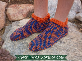 Free Knit Pattern: Show your team spirit with a pair of slippers in your favorite professional, college or high school sports team's colors | The Chilly Dog
