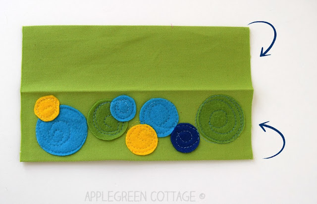 Sew a fabric bookmark with cute little felt circles. This DIY bookmark idea is a quick and easy beginner sewing project anyone can do! (free PDF templates are included)