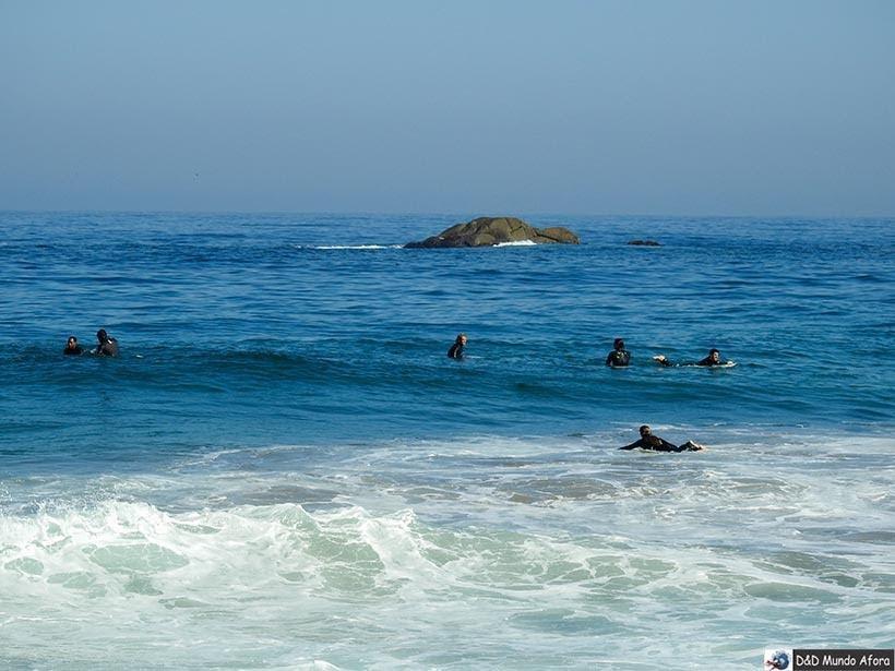 Surfistas na Praia de Viña del Mar - Diário de Bordo Chile: 8 dias em Santiago e arredores