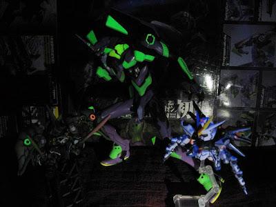 蓄光塗装仕様プラモデル「エヴァンゲリオン初号機・新劇場版」