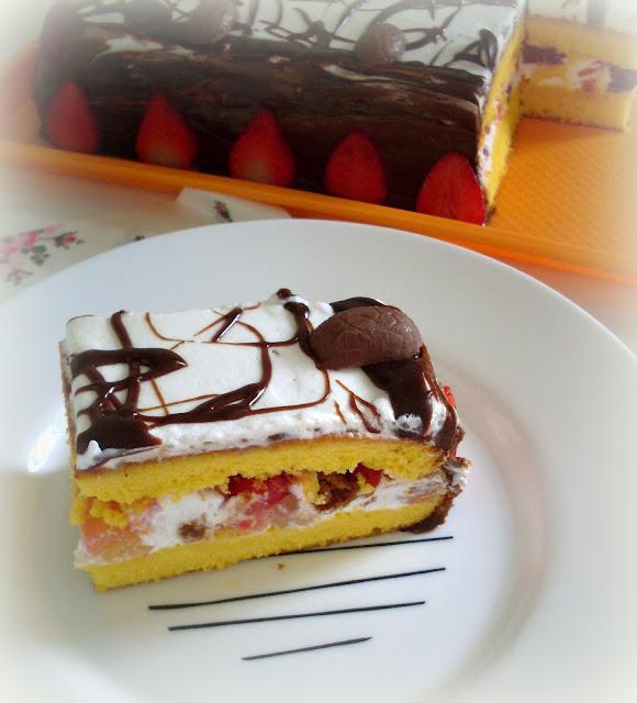 Diplomat torta sa voćem i šlagom