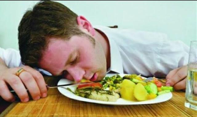 أهمية وفوائد القيلولة بعد الغداء للجسم والعقل .