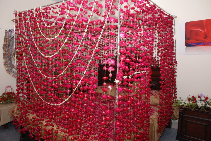 Wedding snaps for Bed decoration with flowers images