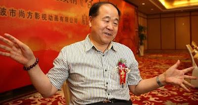 Foto de Mo Yan en plena entrevista