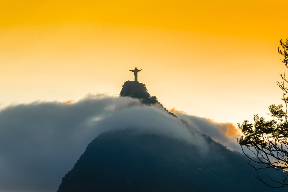 Arrumando a mala para visitar Rio de Janeiro e o Cristo Redentor