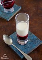 Crema de lima con salsa de frutos rojos