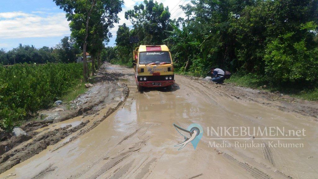 Jelang Ramadan, 276.890 kilometer Jalan di Kebumen Rusak