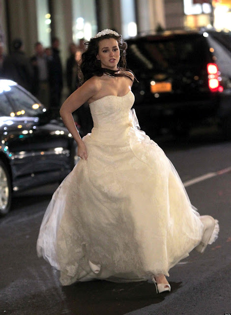 Blair waldorf wedding dress season finale for Last season wedding dresses