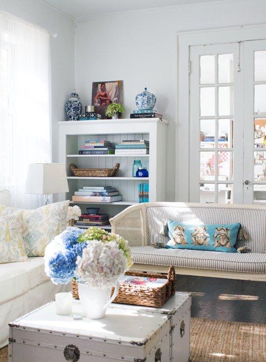 Muebles para casas peque as librerias y vitrinas para - Vitrinas pequenas ...