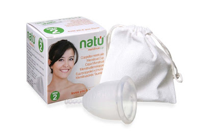La coppetta mestruale Natù con confezione e sacchetto