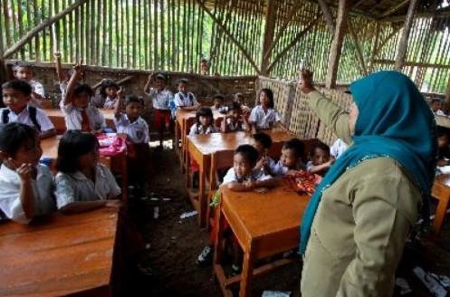 cara guru mengajar di daerah terpencil