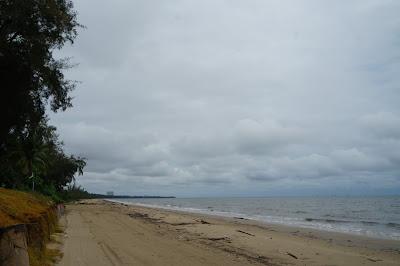 Pasir pantai Miri yang menyenangkan untuk dirasakan