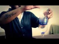 Manoj bottle memasukan benda kedalam botol