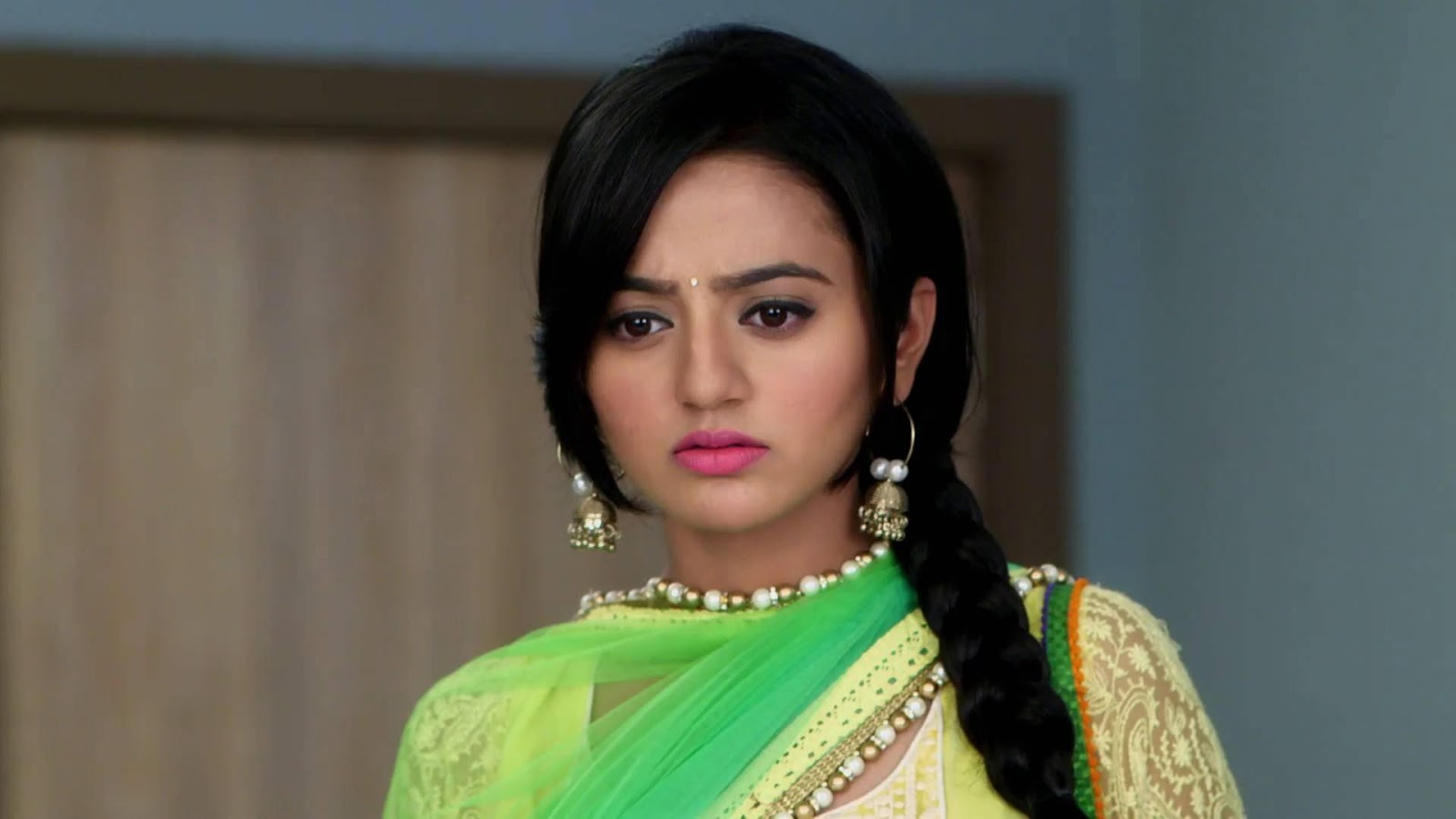 Latest Helly Shah Hd Wallpapers Images And Picttures Wallpaper Hd