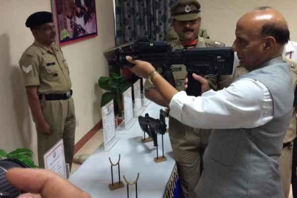 लगता है राजनाथ सिंह भी अगली बार सर्जिकल स्ट्राइक पर जाएंगे और 2-4 पाकिस्तानियों को निपटायेंगे