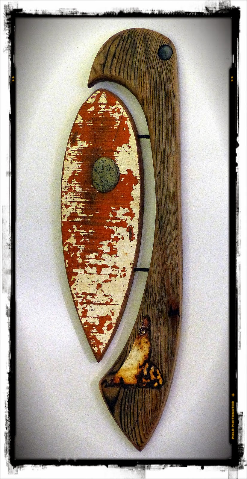think local act global cr ation surf art en bois flott m taux et galets mutoz inc art en. Black Bedroom Furniture Sets. Home Design Ideas