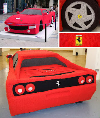 Ferrari tejido a mano.