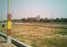 Plot Area : 1000 Sq.Ft. @ Rs 1500 / Sq.Ft. Property Description : 1000 Sq.Ft Residential Land use available for Sell. Situated in Taramandal (Gorakhpur). This plot located in Taramandal very good location.