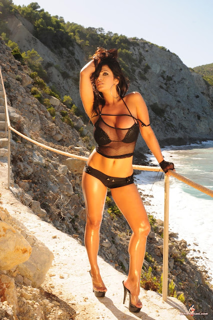 Denise-Milani-Action-Photoshoot-part-2-hot-and-sexy-hd-picture