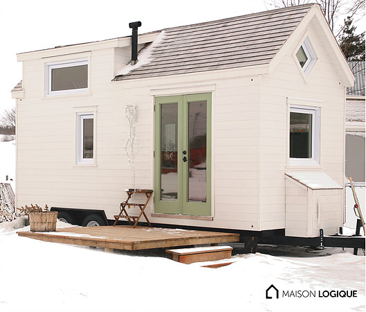 tiny house town ma maison logique 39 s capia tiny house 180 sq ft. Black Bedroom Furniture Sets. Home Design Ideas
