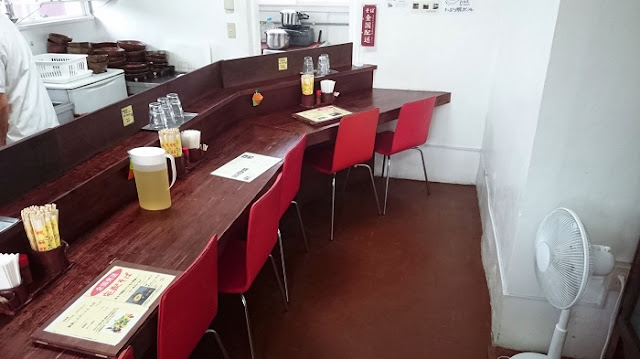 いしぐふー鶏そば屋港川店の店内の写真