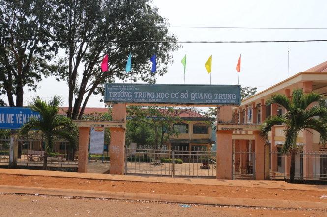 Gia Lai: Thiếu tá công an mang súng vào trường học đánh học sinh và bảo vệ
